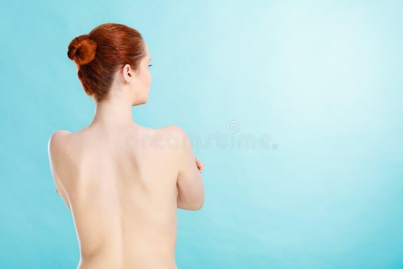 Giovane donna con la parte posteriore nuda immagini stock libere da diritti