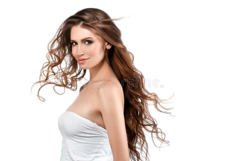 Giovane donna con la pelle di bellezza e l'acconciatura di bellezza isolate su wh fotografia stock