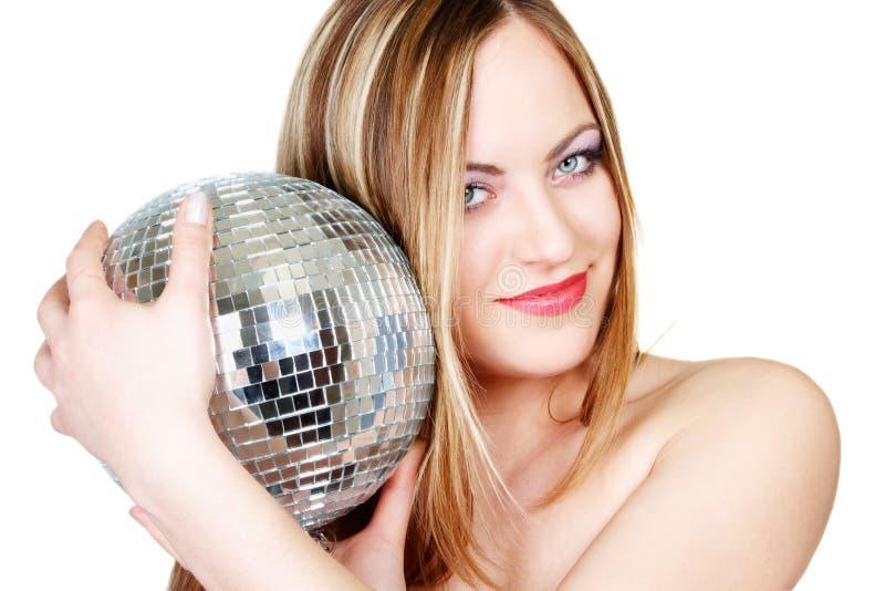 Giovane donna con la sfera della discoteca fotografia stock libera da diritti