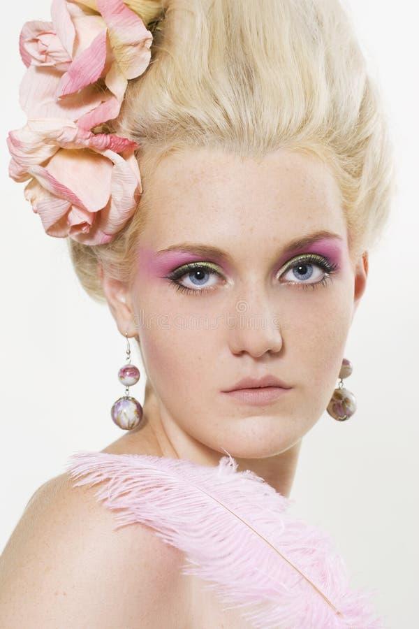 Giovane donna con trucco alla moda fotografie stock libere da diritti