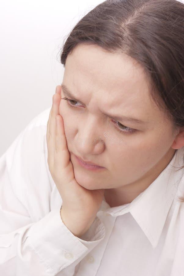 Giovane donna con un mal di denti fotografia stock libera da diritti
