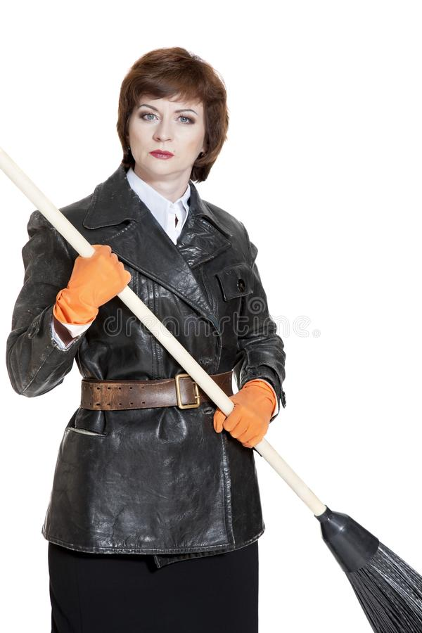 Giovane donna con una scopa fotografia stock libera da diritti