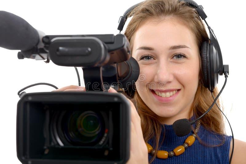Giovane donna con una videocamera, su fondo bianco immagine stock