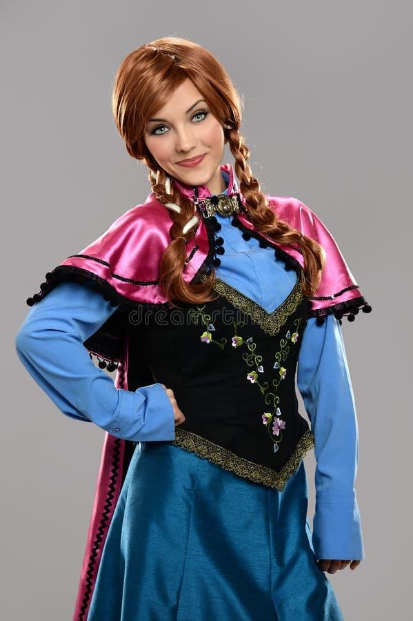 Giovane donna in costume d'annata fotografia stock libera da diritti