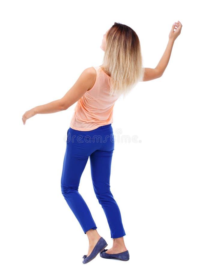 Giovane donna d'equilibratura immagine stock