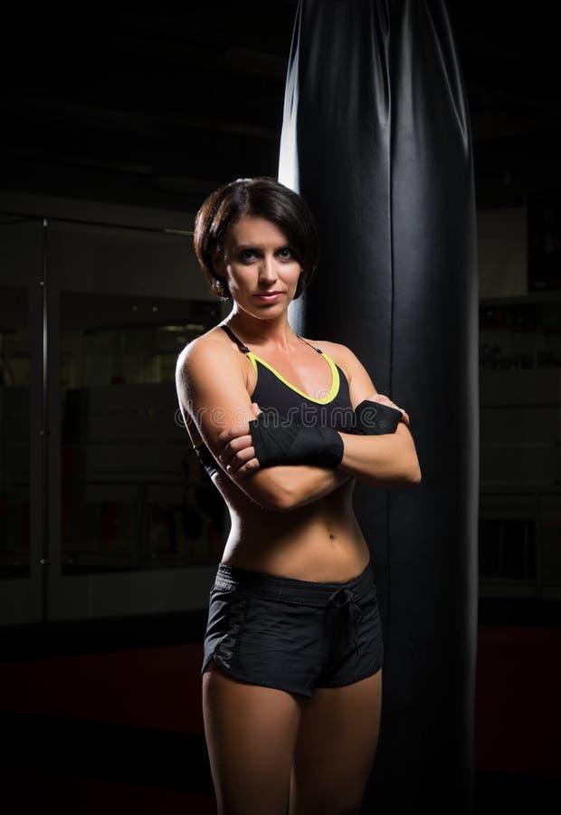 Giovane donna del kickboxer fotografie stock libere da diritti