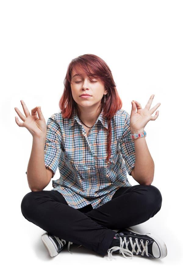 Giovane donna dell'allievo nella posizione di yoga fotografia stock