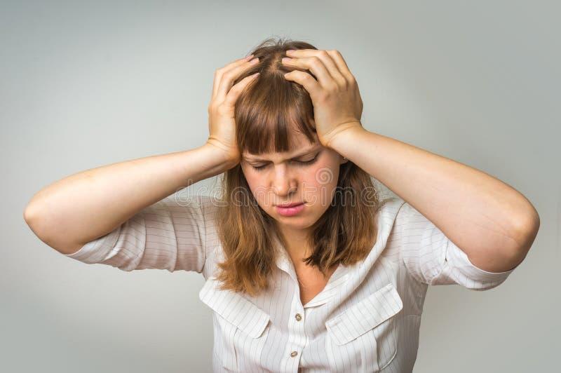 Giovane donna deludente nella depressione immagine stock