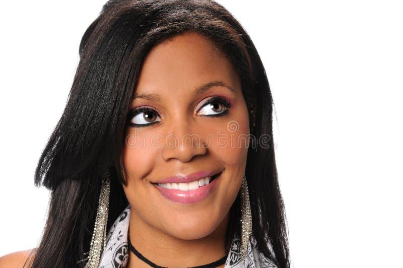 Giovane donna di affari afroamericana Looking Up immagini stock