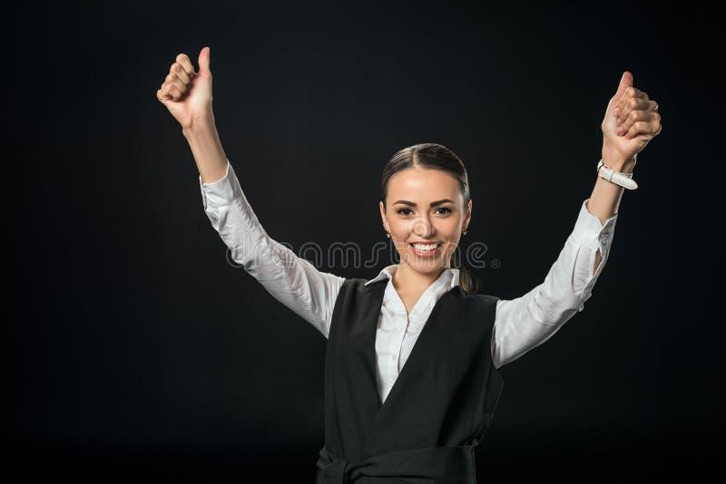 giovane donna di affari allegra che gesturing e che celebra successo fotografia stock