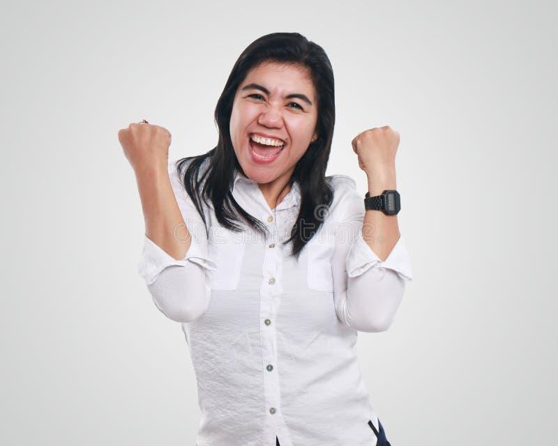 Giovane donna di affari asiatica Showing Winning Gesture fotografie stock