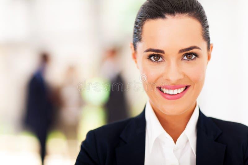 Giovane donna di affari attraente immagini stock