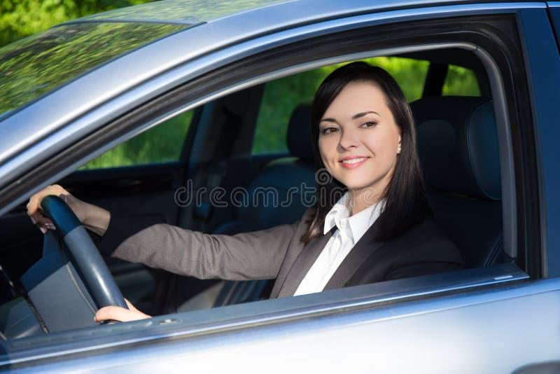 Download Giovane Donna Di Affari Che Conduce La Sua Automobile Fotografia Stock - Immagine di bello, bellezza: 56880700