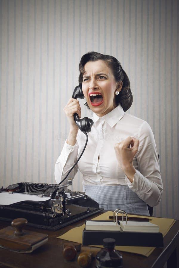 Giovane gridare della donna di affari fotografia stock