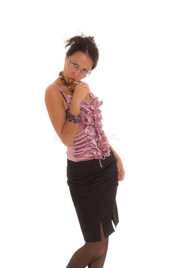 Giovane donna di affari che lecca lollipop isolato fotografia stock