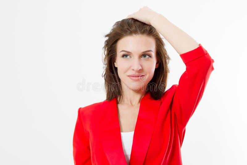 Giovane donna di affari con capelli sani ed i vestiti rossi di modo alla moda su fondo bianco Peli la cura, il trucco ed il fasci immagini stock libere da diritti