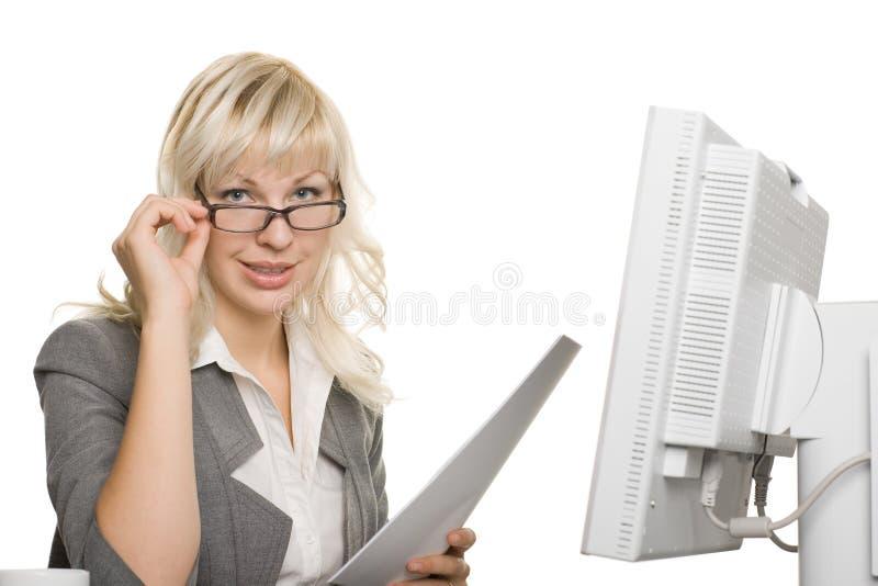 Giovane donna di affari con il computer portatile fotografie stock libere da diritti