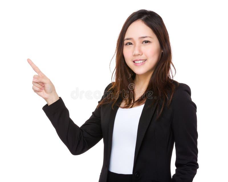 Download Giovane Donna Di Affari Con Il Punto Del Dito Su Immagine Stock - Immagine di signora, giapponese: 55356633