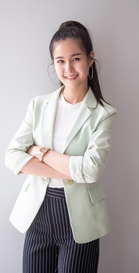 Giovane donna di affari del ritratto fotografia stock libera da diritti