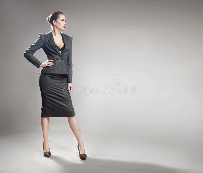 Giovane donna di affari elegante immagine stock libera da diritti