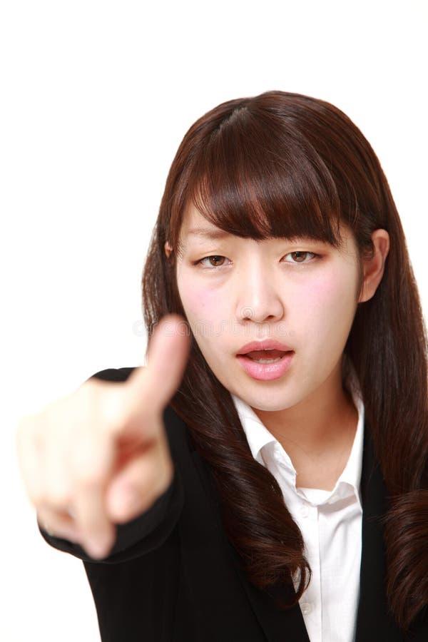 Giovane donna di affari giapponese che rimprovera   fotografia stock