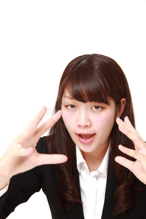 giovane donna di affari giapponese con potere soprannaturale immagine stock