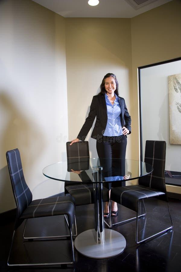 Giovane donna di affari sicura immagini stock libere da diritti