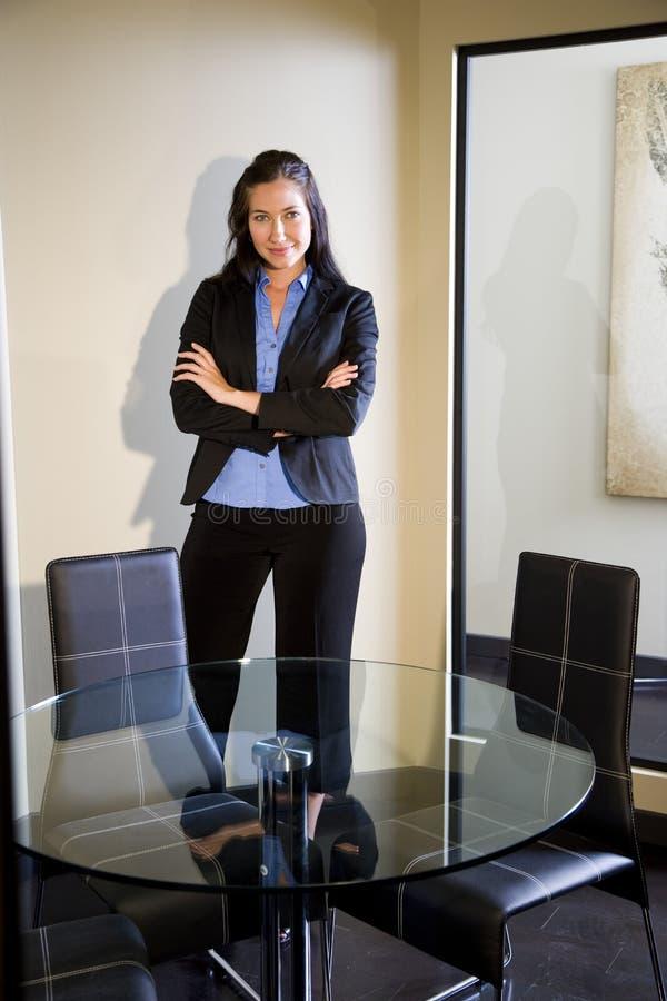 Giovane donna di affari sicura immagini stock