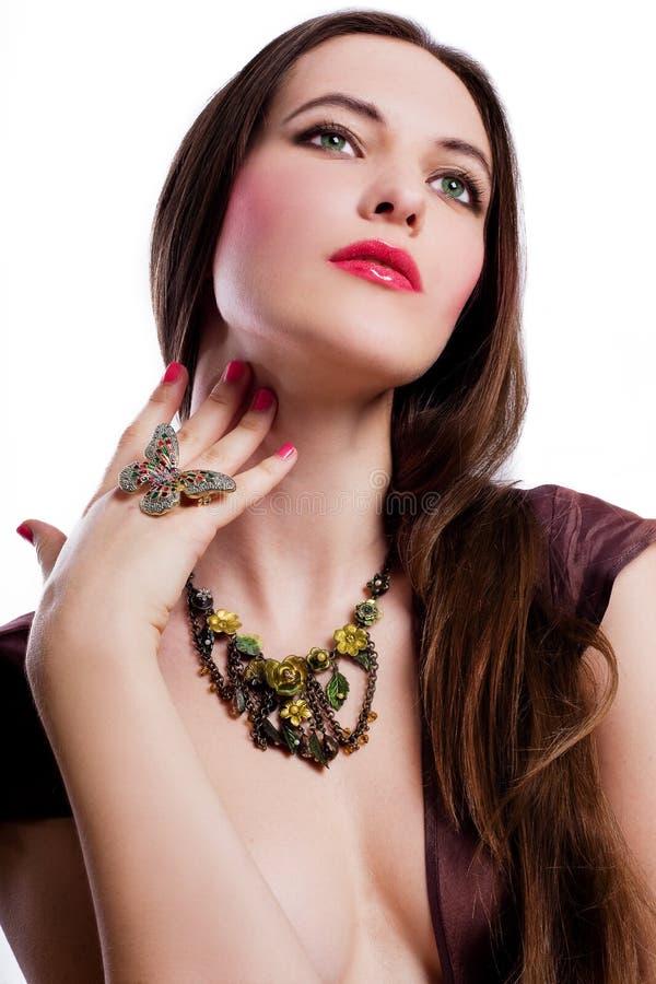 Giovane donna di bellezza con il jewelery fotografia stock libera da diritti
