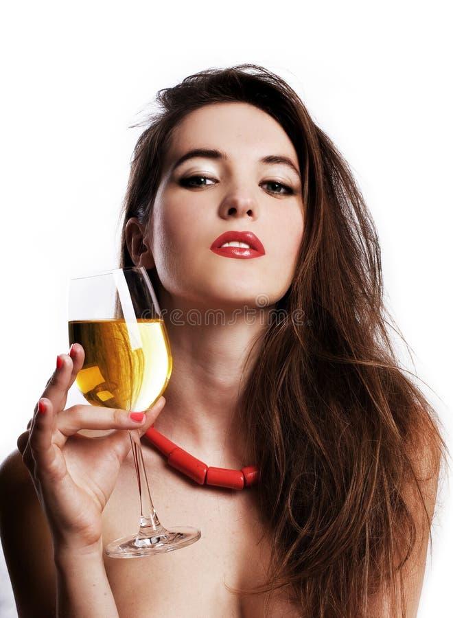 Giovane donna di bellezza con vino immagine stock