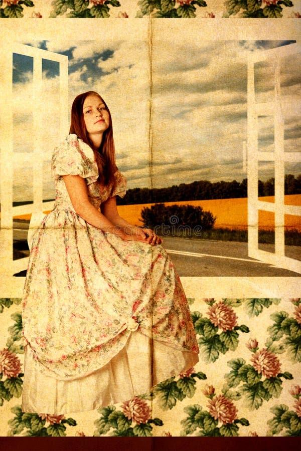 Giovane donna di bellezza vicino alla finestra fotografia stock
