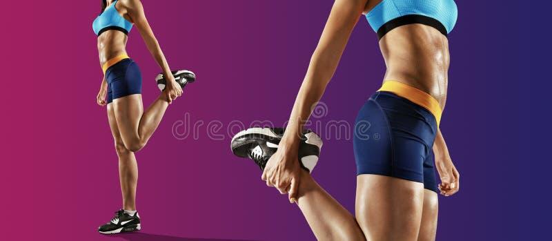 Giovane donna di forma fisica che allunga le gambe Isolato fotografia stock