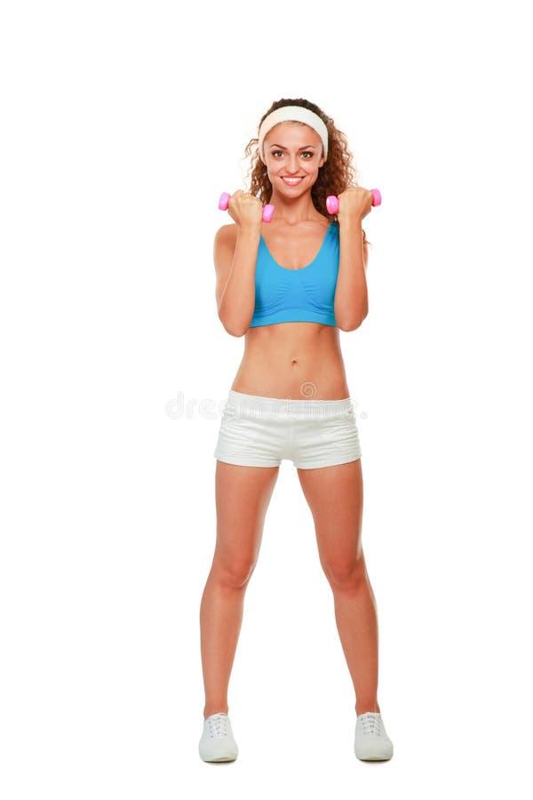 Giovane donna di forma fisica che risolve con la testa di legno fotografia stock libera da diritti