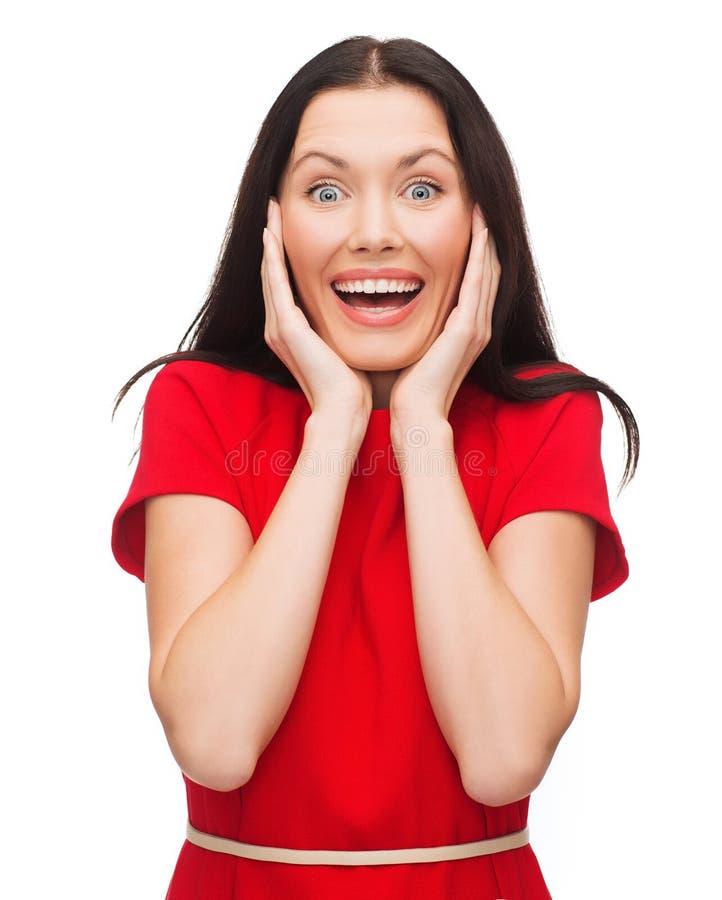 Giovane Donna Di Risata Amazed In Vestito Rosso Immagine Stock