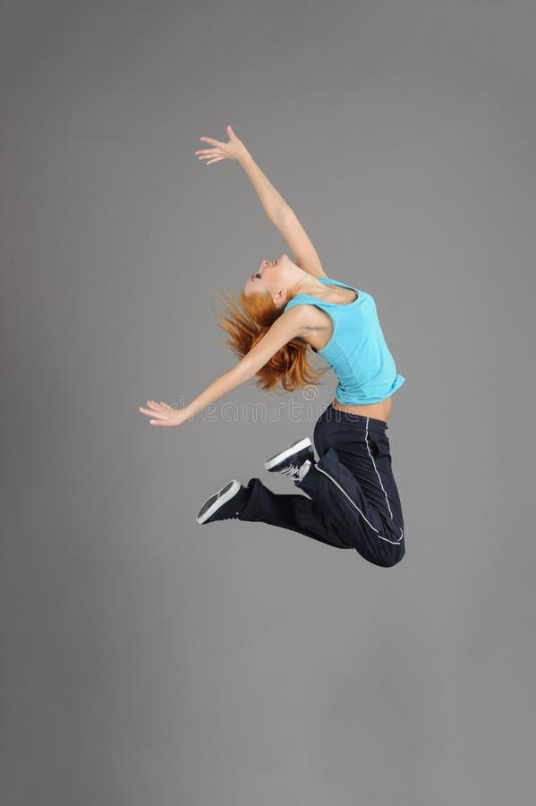 Giovane donna di salto fotografia stock
