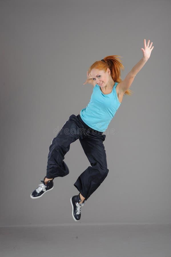 Giovane donna di salto fotografie stock libere da diritti