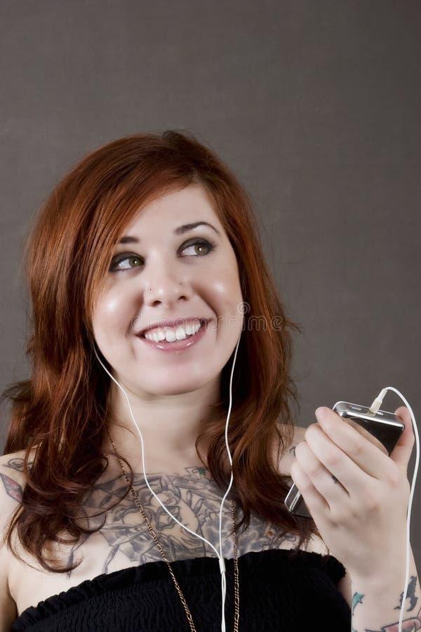 Giovane donna e la sua musica immagini stock