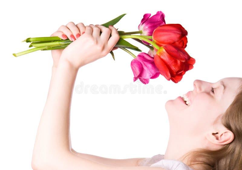 Giovane donna felice con i fiori immagine stock
