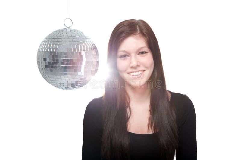 Giovane donna felice con la palla della discoteca immagine stock libera da diritti
