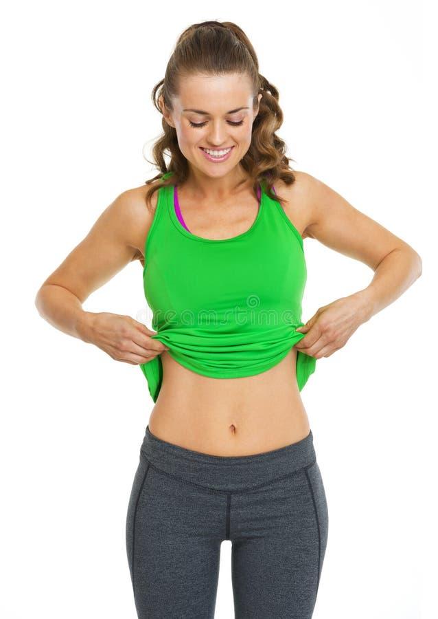 Giovane donna felice di forma fisica che mostra pancia immagine stock