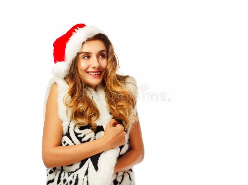 Giovane donna felice in Santa rossa sopra fondo bianco Natale immagini stock