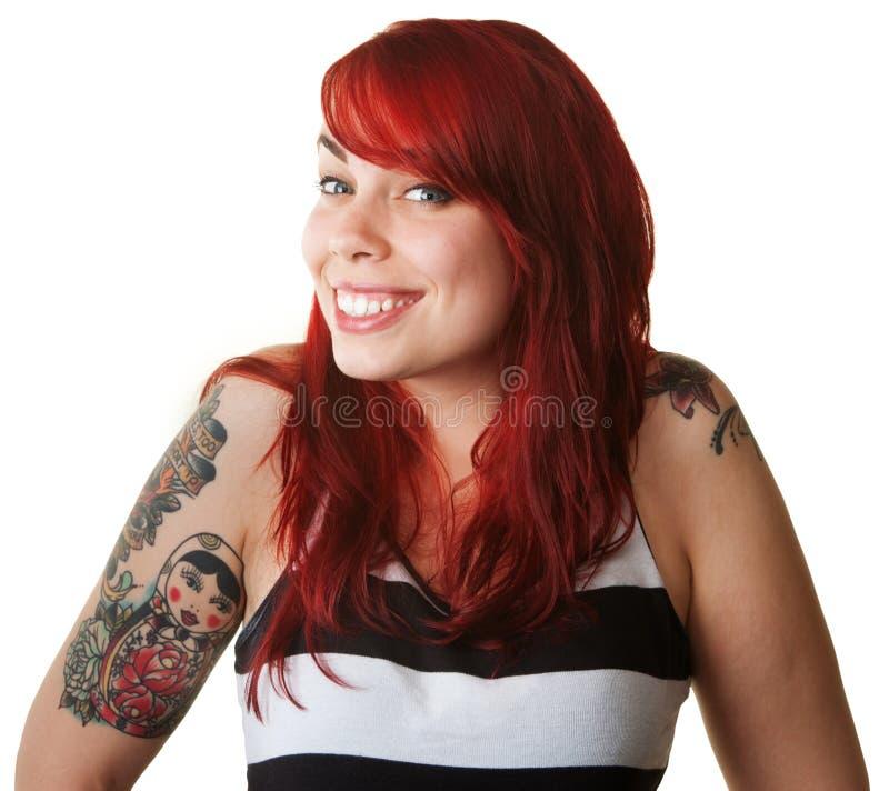 Giovane donna fiera con i tatuaggi fotografia stock libera da diritti