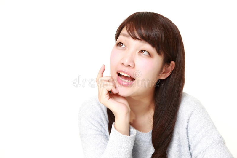 Giovane donna giapponese che sogna al suo futuro fotografia stock