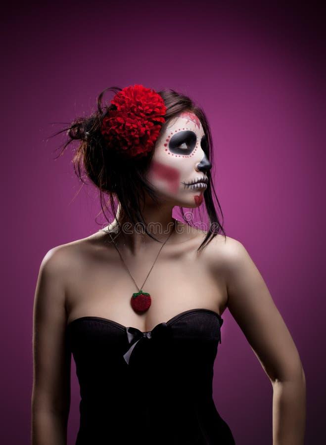 Giovane donna in giorno dell'arte guasto del fronte del cranio della mascherina immagine stock libera da diritti