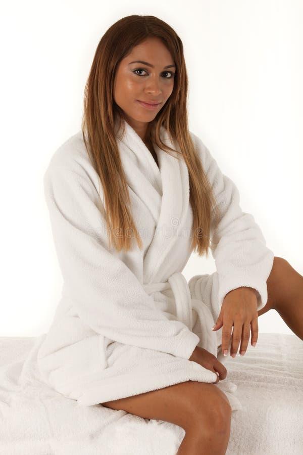 Giovane donna graziosa alla stazione termale immagine stock libera da diritti