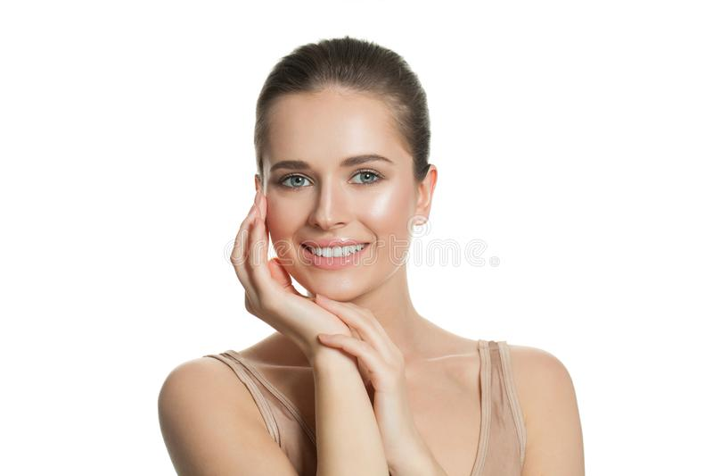 Giovane donna graziosa con chiara pelle perfetta naturale su bianco Skincare e concetto facciale di trattamento immagine stock