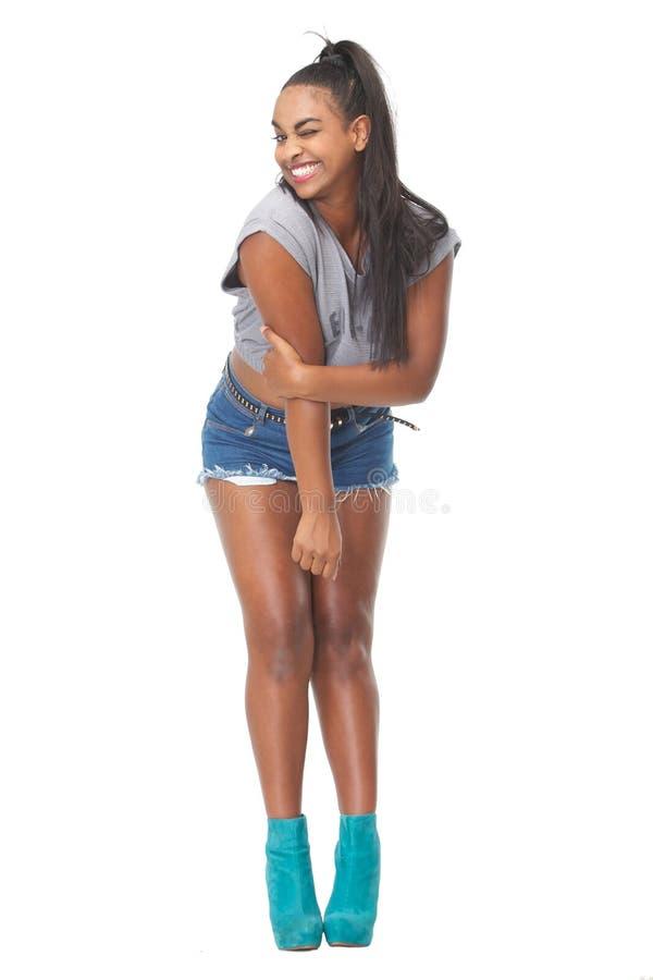 Giovane donna graziosa con l 39 espressione felice sul suo for Suo e suo bagno