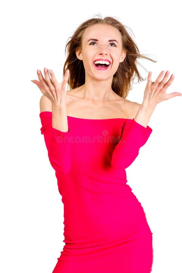 Giovane donna graziosa esile sexy che veste posa rossa del vestito isolata immagini stock