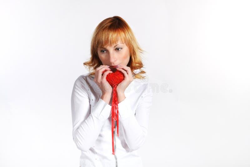 Giovane donna il giorno del biglietto di S. Valentino fotografia stock