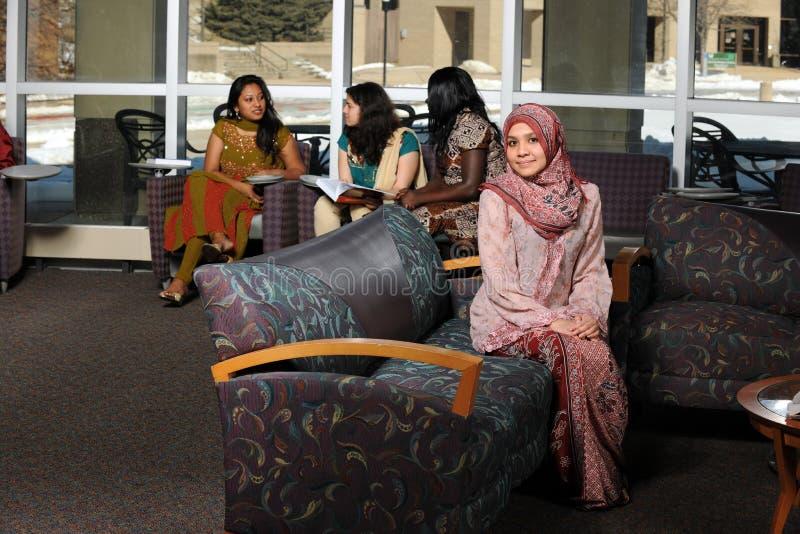 Giovane donna islamica immagini stock libere da diritti